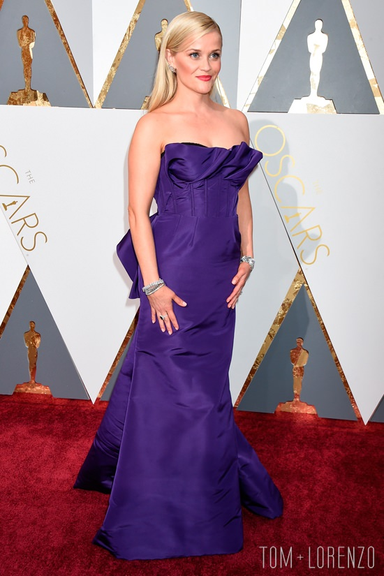 Reese-Witherspoon-Oscars-2016-Red-Carpet-Fashion-Oscar-de-la-Renta-Tom-Lorenzo-Site-6